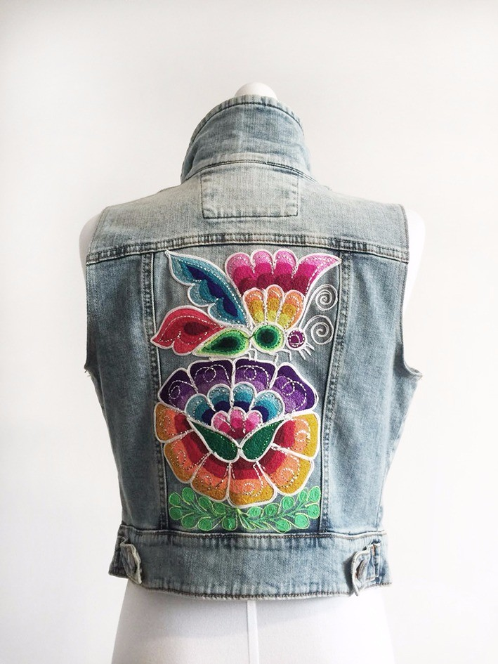 Embroidered jean jacket - Size S
